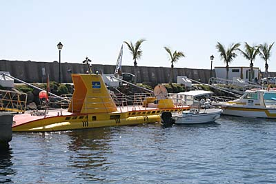U-Boot Yellow Submarine in Puerto de Mogan